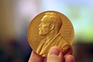 """Doppio Nobel e poi doppio Booker Prize """"di consolazione""""?"""